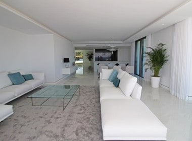 New-Golden-Mile-apartments-Marbella-spacious-livingroom-with-a-view