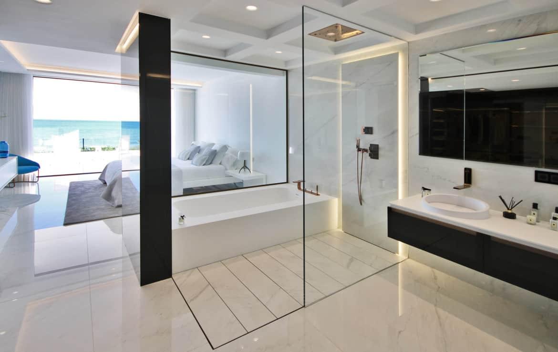 Sea front apartments - bedroom & bathroom - New Golden Mile