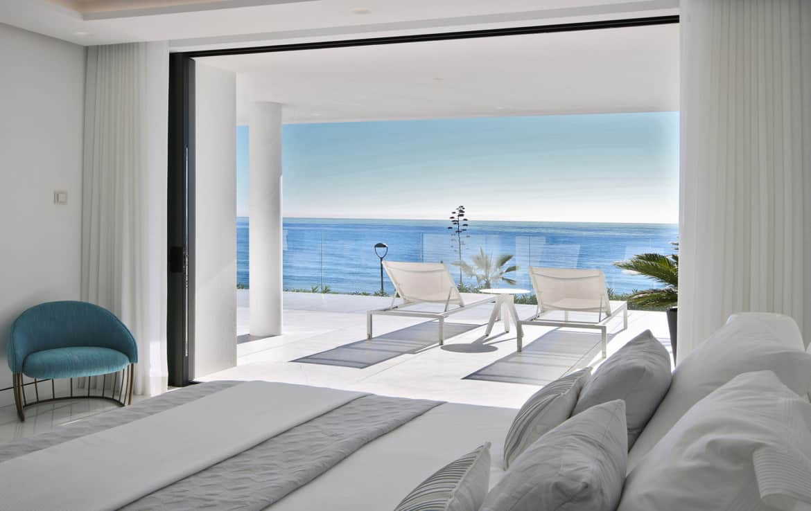Sea front apartments - bedroom - New Golden Mile
