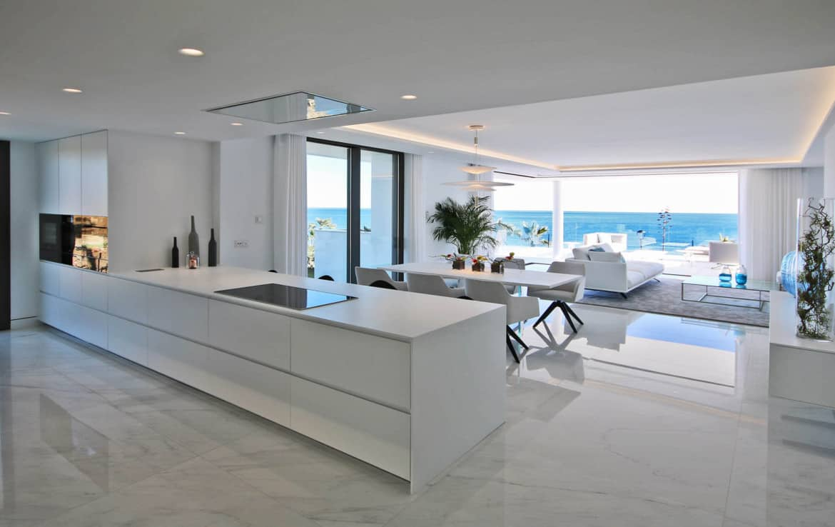Sea front apartments - kitchen with a view - New Golden Mile