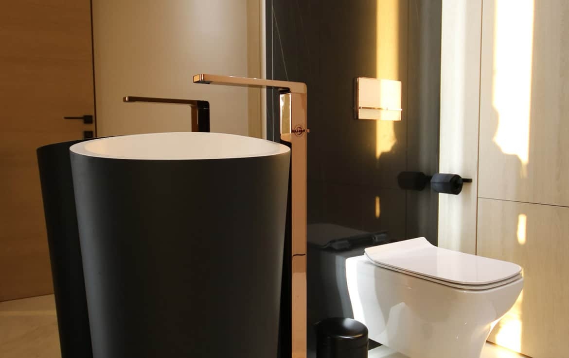 Sea front high end apartments - guest toilet - New Golden Mile