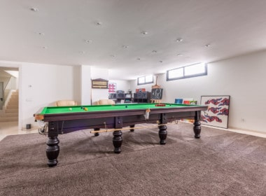 Te koop: designvilla in prestigieuze woonwijk. 5 slpk met en-suite badkamer, lift, open keuken, omheind zwembad, mooie vergezichten