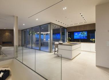 Villa te koop in luxe-wijk Altos de los Monteros, Marbella, open keuken, veel ruimte en licht