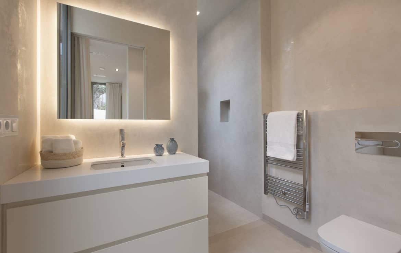 Villa te koop in luxe-wijk Altos de los Monteros, Marbella, 5 luxe badkamers