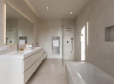 Villa te koop in luxe-wijk Altos de los Monteros, Marbella, 5 luxe badkamers met design sanitair