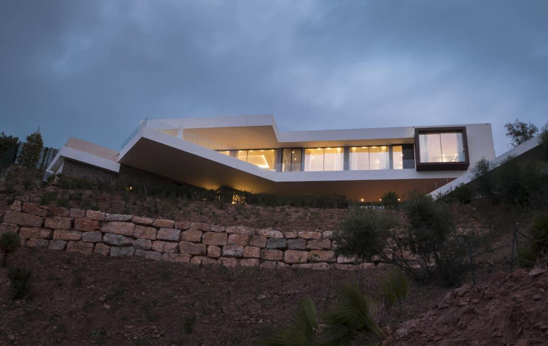 Villa te koop in luxe-wijk Altos de los Monteros, Marbella, architectonisch design
