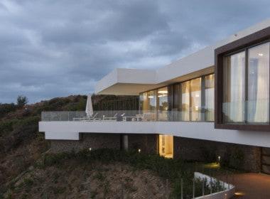 Villa te koop in luxe-wijk Altos de los Monteros, Marbella, architectonisch design, veel privacy
