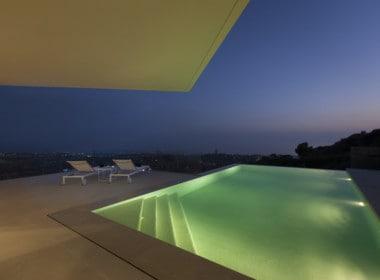 Villa te koop in luxe-wijk Altos de los Monteros, Marbella, uniek vergezicht vanop uw terras