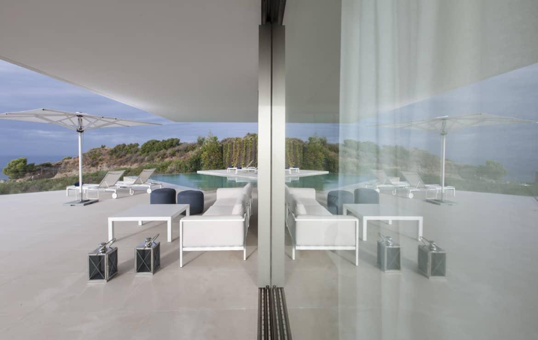 Villa te koop in luxe-wijk Altos de los Monteros, Marbella, gezellig overdekt terras, pool en uniek zicht