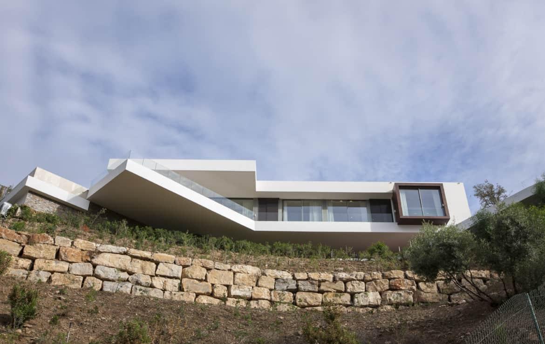 Villa te koop in luxe-wijk Altos de los Monteros, Marbella, architectuur à la Thunderbirds