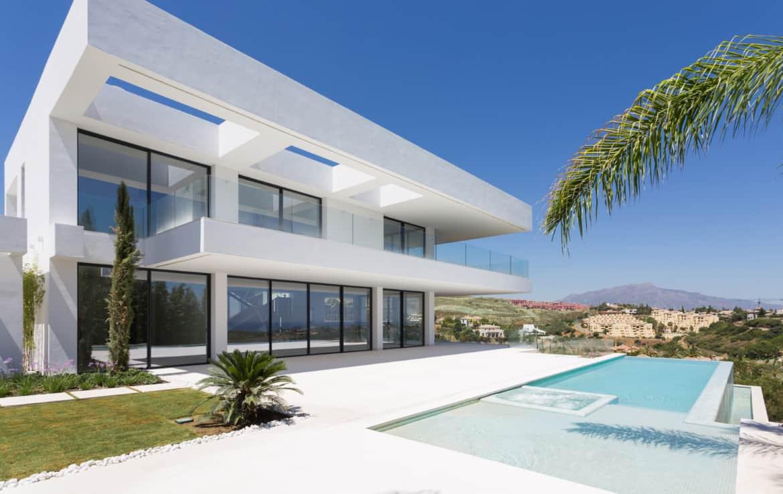 Design villa meteen aan de golf van Los Flamingos, met vergezichten op de zee en de bergen