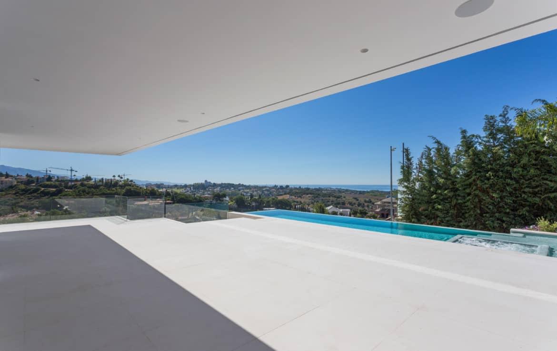 Design villa met terras en zwembad uitkijkend op de golf van Los Flamingos, de Middellandse Zee en de bergen