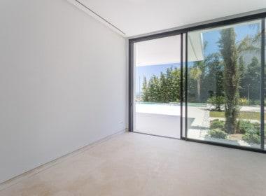 Nieuwe design villa met slaapkamers, uitkijkend op de golf van Los Flamingos, de Middellandse Zee en de bergen