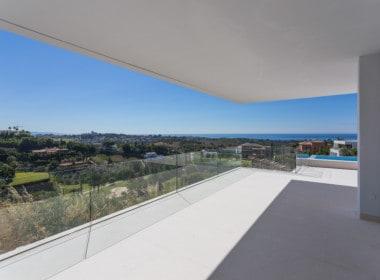 Nieuwe design villa met ruime terrassen, uitkijkend op de golf van Los Flamingos, de Middellandse Zee en de bergen