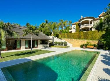VILLA TE KOOP Marbella-Klassieke villa met guest house-Sierra Blanca-5slpk-HighLivingRealEstate-01