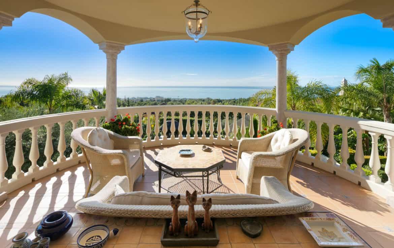VILLA TE KOOP Marbella-Klassieke villa met guest house-Sierra Blanca-5slpk-HighLivingRealEstate-02