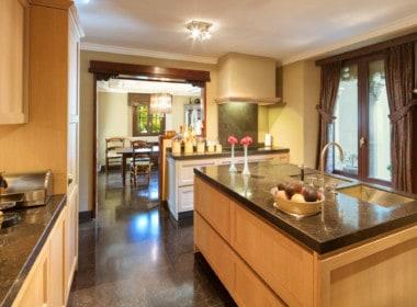 VILLA TE KOOP Marbella-Klassieke villa met guest house-Sierra Blanca-5slpk-HighLivingRealEstate-03