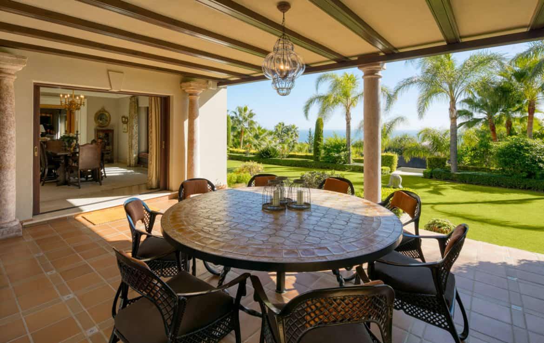 VILLA TE KOOP Marbella-Klassieke villa met guest house-Sierra Blanca-5slpk-HighLivingRealEstate-07