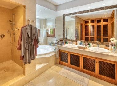 VILLA TE KOOP Marbella-Klassieke villa met guest house-Sierra Blanca-5slpk-HighLivingRealEstate-11