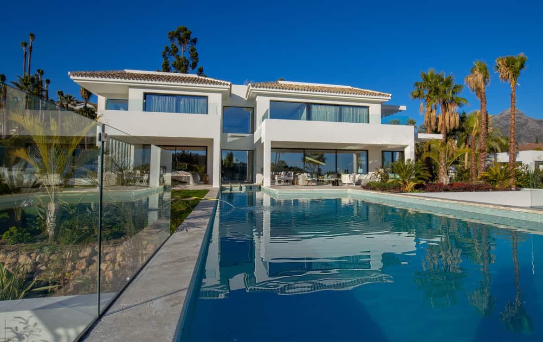 Unieke villa te koop in luxe-wijk La Cerquilla, Nueva Andalucía, met adembenemend uitzicht
