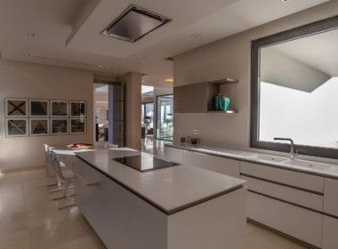 VILLA TE KOOP-Nueva Andalucia-HighLivingRealEstate-28
