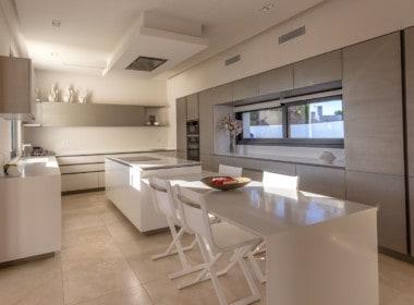 VILLA TE KOOP-Nueva Andalucia-HighLivingRealEstate-29
