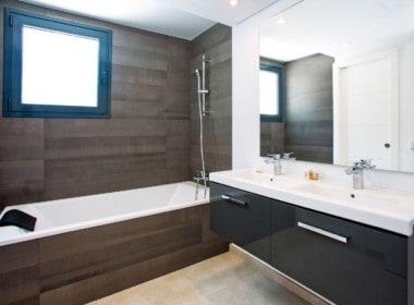 Golf villa te koop in Las Brisas, mooie en-suite badkamers