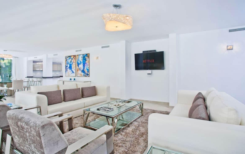 Golf villa te koop in Las Brisas, ruime lounge