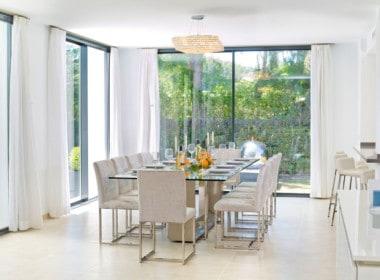 Golf villa te koop in Las Brisas, eetkamer met veel lichtinval