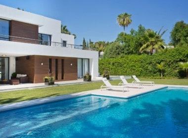 villa te koop in Las Brisas, tuin met zwembad aan golf, veel privacy