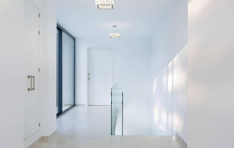 Golf villa te koop in Las Brisas, Marbella, strakke architectuur, design, hoogwaardige materialen