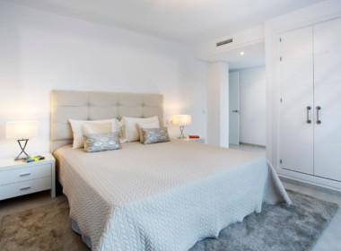 Golf villa te koop in Las Brisas, Marbella, 5 slaapkamers